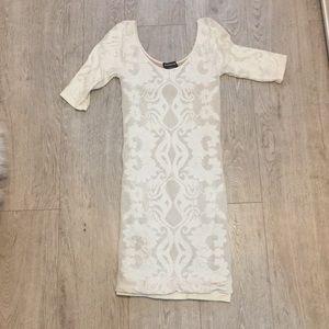 White Body con Bebe dress